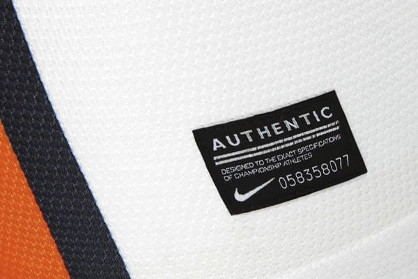 sachtor_biely_authentic