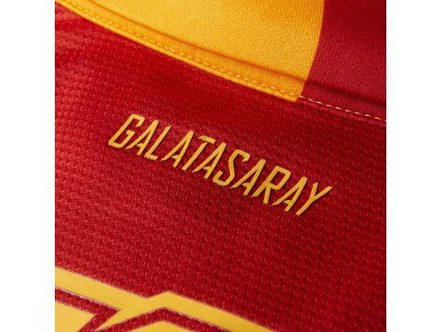 galatasaray_cerveny_napis