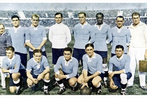 Dresy Uruguaja z roku 1930.